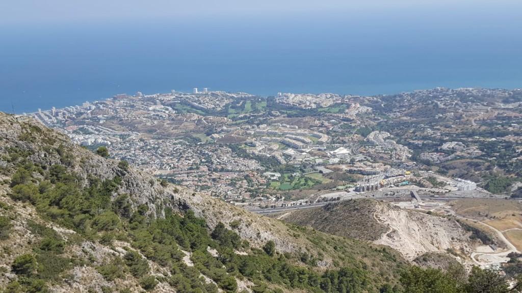 Парк Тиволи и Канатная дорога в Бенальмадене на побережье Коста-дель-Соль в Испании