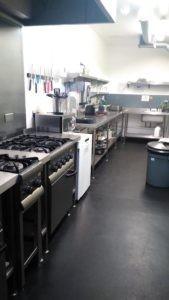 Кухня хостела в Великобритании